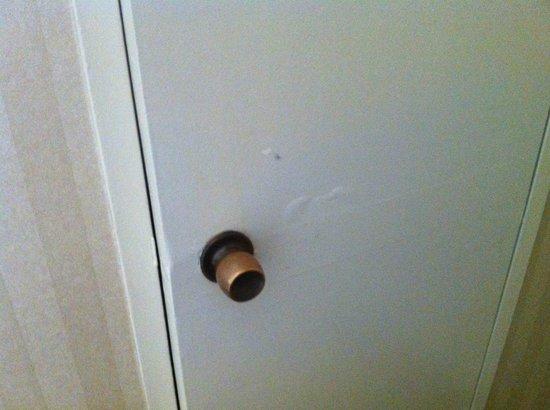 "Park Lane Hotel: Дверь ""опухла"""