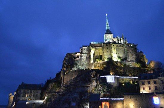 Abbaye du Mont-Saint-Michel : и ночью обворожителен..