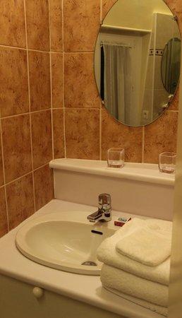 Manoir de Beauregard : Second Bathroom Sink