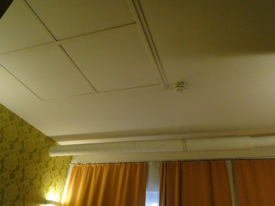 Hotel Mocca: Ceiling