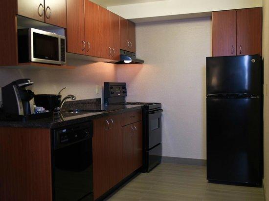 Regency Suites Hotel Calgary: Kitchen