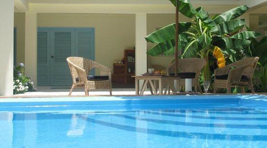 Hotel piratas del caribe desde barahona for Piscina 94 respuestas