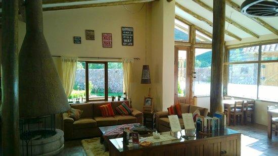 Tambo del Caminante: Living & Dining Room