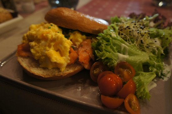 GingerBread Bagel Coffee and Tea House : smoked salmon and egg bagel