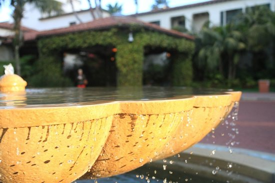 Four Seasons Resort The Biltmore Santa Barbara: front fountain