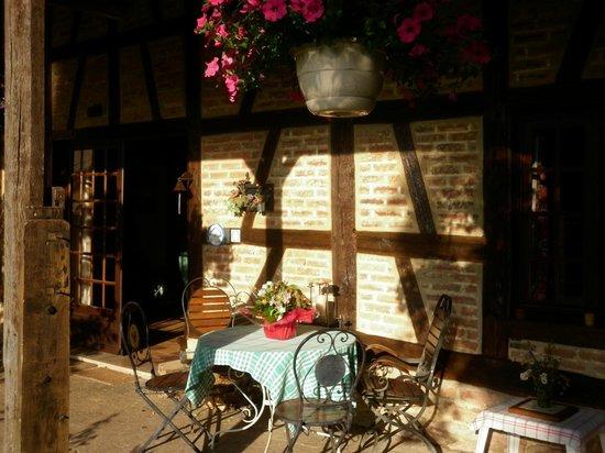 Chambres d'hotes en Bourgogne du DEVU : L'entrée de la maison