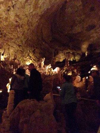 Natural Bridge Caverns : This room is called the Dome