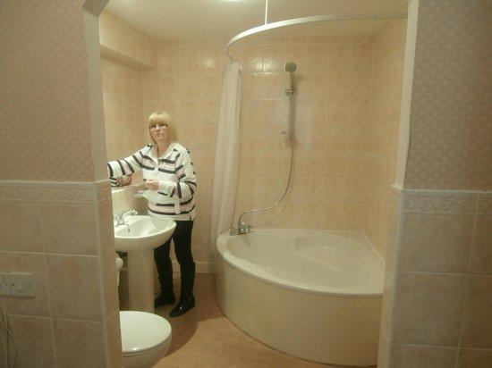 Kenmore Hotel: Bathroom