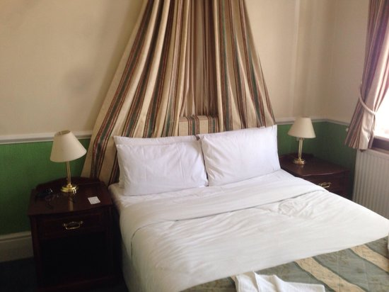 Hampton Court Palace Hotel: Letto