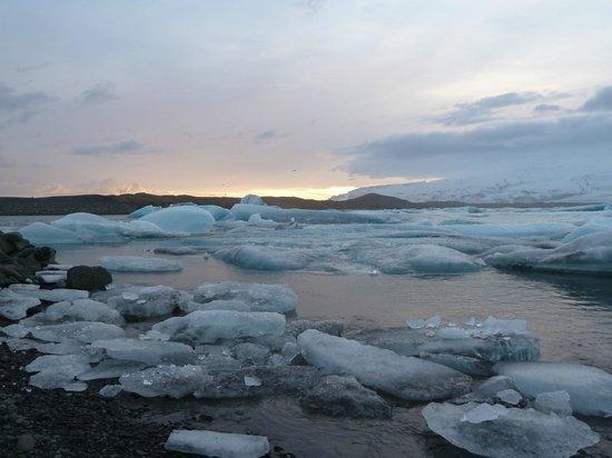 Gletscherlagune Jökulsárlón: Blue ice, Jokulsarlon sunset