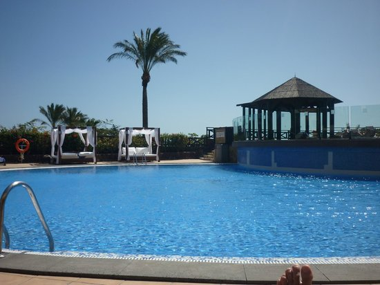 Occidental Jandia Royal Level - Adults Only : lovely double beds by pool