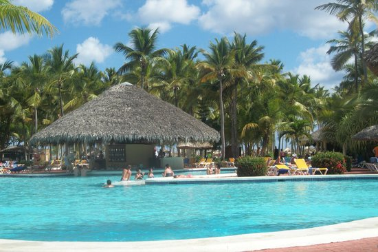 Catalonia Bavaro Beach, Casino & Golf Resort : Pool bar
