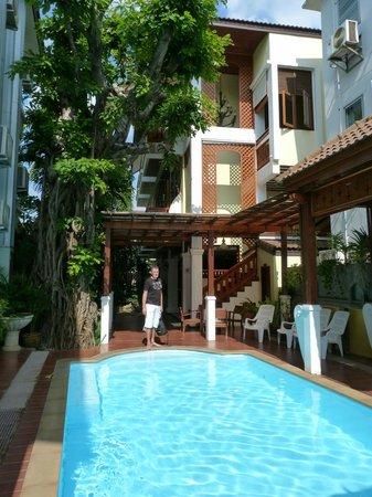 Sri Pat Guest House: piscine de l'hotel