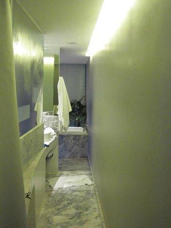 LiT BANGKOK Hotel: Bathroom