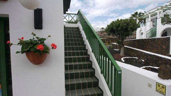 Apartamentos Guacimeta Lanzarote: Aufgang neben der Reception