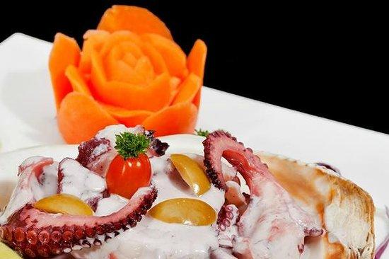 Island Crab Seafood: Pulpo al olivo
