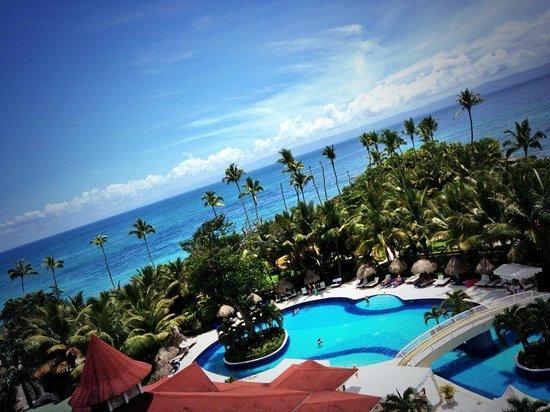 Luxury Bahia Principe Cayo Levantado Don Pablo Collection : View looking down to ocean side pool