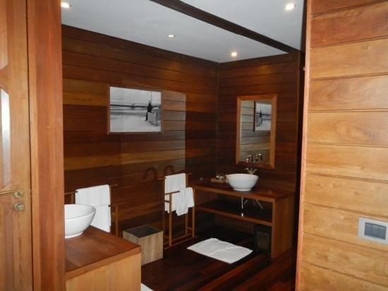 Gangehi Island Resort : bagno per due in stile maldiviano!!!figo