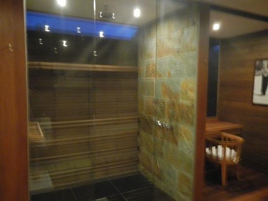Gangehi Island Resort : doccia open e angolo x signora