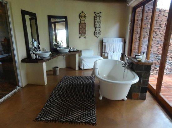 Sanctuary Makanyane Safari Lodge : The bathroom