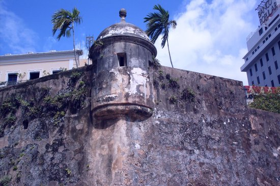 Paseo de la Princesa : Watch tower overlooking the bay