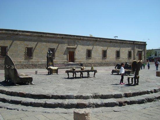 """Instituto Cultural Cabanas: """"La Sala de los Magos"""" y """"Los Magos Universales"""" de Alejandro Colunga."""