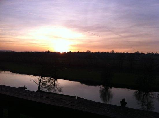 Riverside Hotel & Restaurant: Sunset over the river avon