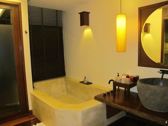 Chantaramas Resort & Spa: bath