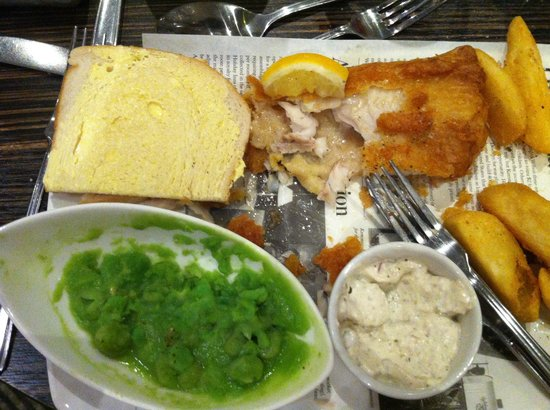Holiday Inn Aylesbury: Fish, chips and oil slick