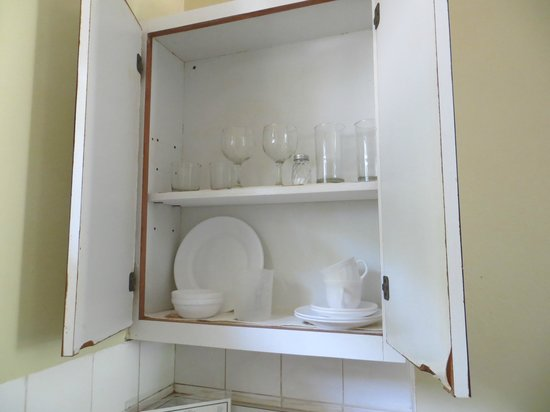 Blue Horizons Garden Resort: Kitchen cupboard