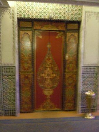Sofitel Fes Palais Jamai: Elevator Door