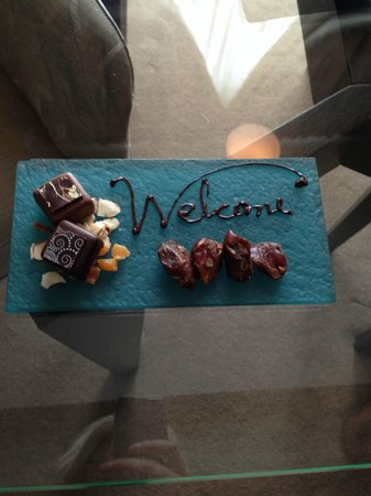 Sofitel Queenstown Hotel & Spa: Welcome chocolates in our room