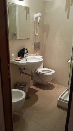 Hotel Jane : Il bagno, stanza 42 quarto piano