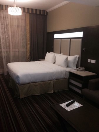 Savoy Central Hotel Apartments : Bedroom