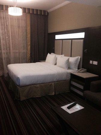 Savoy Central Hotel Apartments: Bedroom