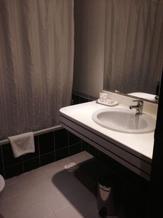 Savoy Central Hotel Apartments : Bathroom