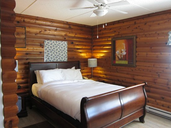 Rockwater Secret Cove Resort: Inside the cabin