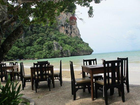 Railay Bay Resort & Spa: restaurant on beach