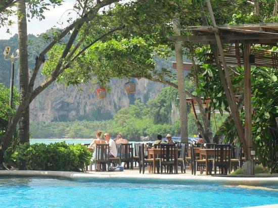 Railay Bay Resort & Spa: restaurant on the beach