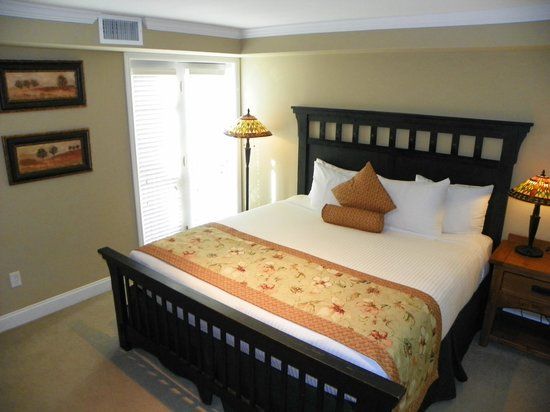 The Residences at Biltmore : King size bed