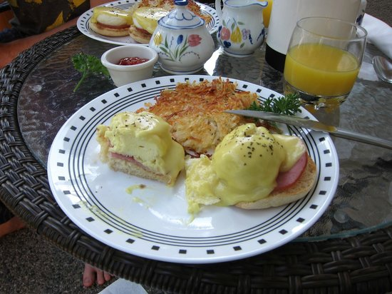 Beachcomber B&B : Eggs Benedict!