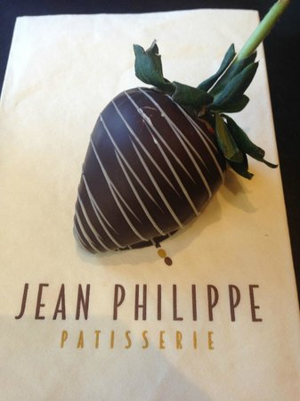Jean Philippe Patisserie - Bellagio: Chocolate covered strawberry