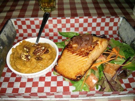 Fatboys Southern Smokehouse: salmon with mashed sweet potato