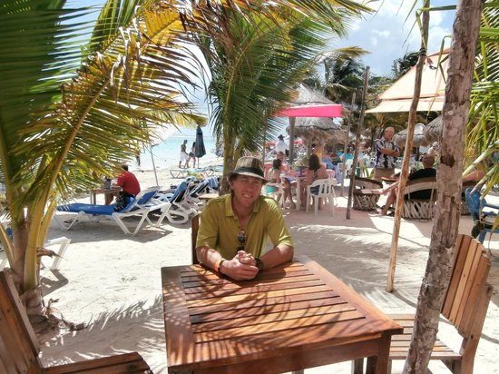 Tropicante Ameri-Mex Grill: Table in the shade of a palm tree