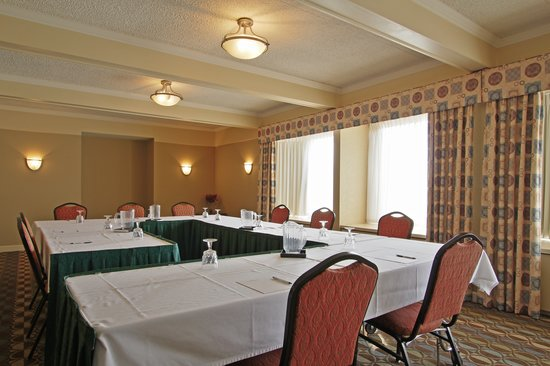 Hotel Mead & Conference Center : Spruce meeting room set for the day