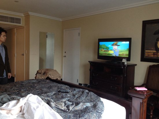 Resorts Casino Hotel: Roomy, no free wifi though.