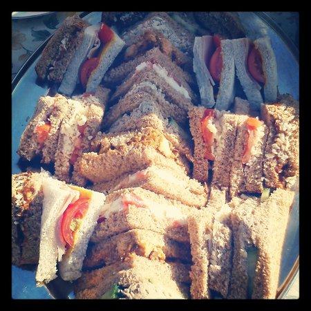 Niche Cafe: Sunny Sunday Sandwich Feast