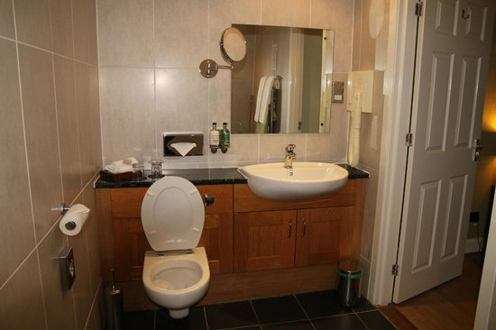 The Lovat, Loch Ness: toilet with astronaut hairdryer