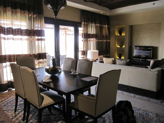 Qasr Al Sarab Desert Resort by Anantara: Dining room