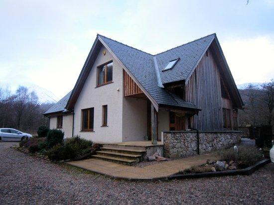 Strath Lodge Glencoe: Strath Lodge on another beautiful Scottish late winter day